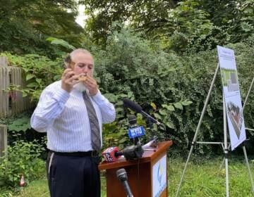 Rabbi Chuni Vogel blows the shofar.