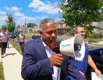 Camden Mayor Victor Carstarphen went door-to-door to encourage residents to get COVID-19 vaccinations. (6ABC)