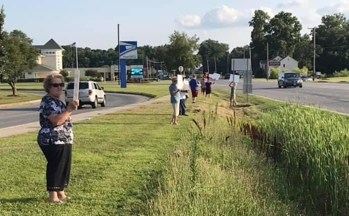 Abortion opponents protesting near western Sussex County's Planned Parenthood clinic
