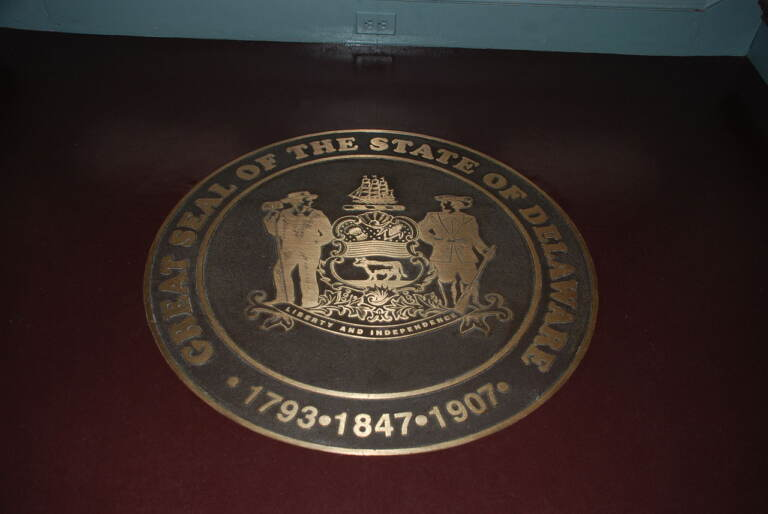 Delaware Legislative Hall state seal (Wikimedia / Adavyd)