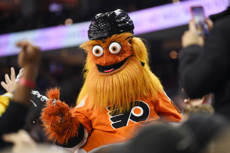 Gritty shoots silly string at a Flyers game