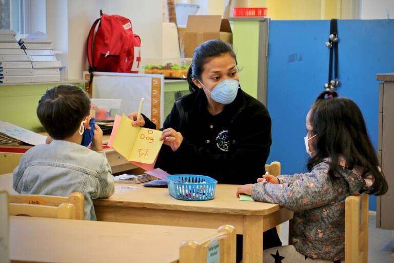 Ghealze Bernstein works with preschool students at Children's Playhouse Whitman in South Philadelphia. (Emma Lee/WHYY)