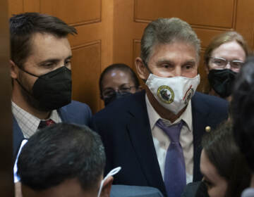 Sen. Joe Manchin, D-W.Va., squeezes into an elevator with White House domestic policy adviser Susan Rice, center, Director of the National Economic Council Brian Deese, left, and other White House officials