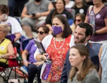 Jen Smith is seen wearing a mask in a crowd
