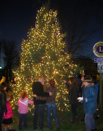 A day of holiday festivities in Fox Chase ended with the tree lighting in Lions Park. Photo by G.E. Reutter.