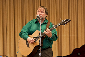 Danny Quinn playing and singing Danny Boy for WEL Pennypack residents. Photo/Michelle Alton
