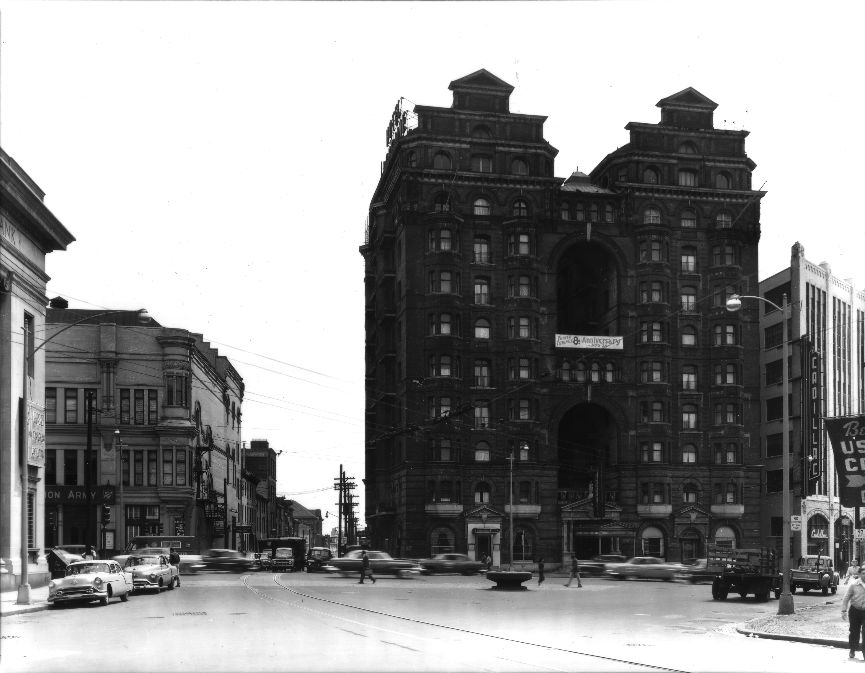 May 12, 1954: Divine Lorraine, Broad and Fairmount | Parker and Mullikin, Free Library of Philadelphia Print and Picture Collection