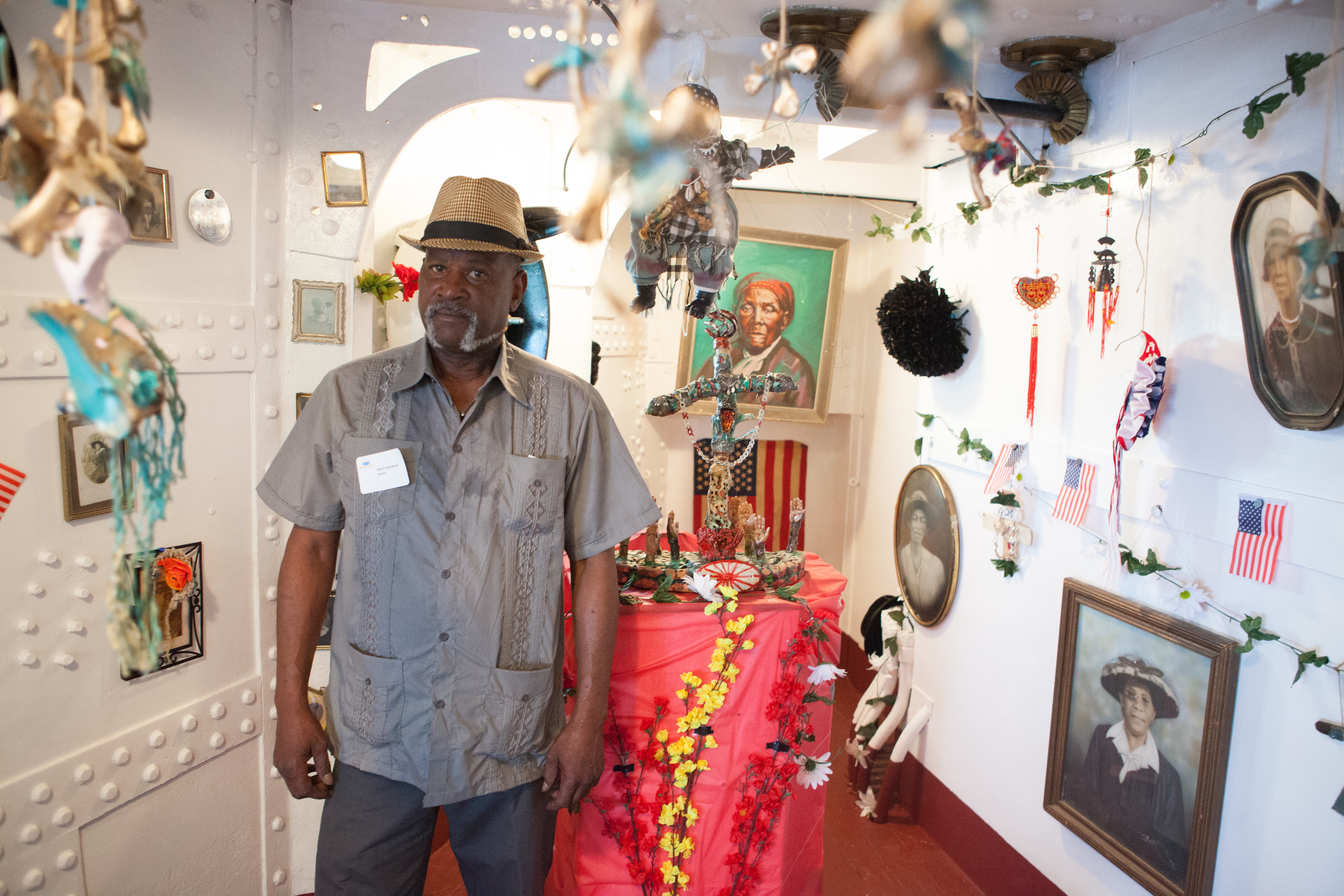 Kevin Blythe Sampson at his Artship Olympia installation | Plate3 Photography