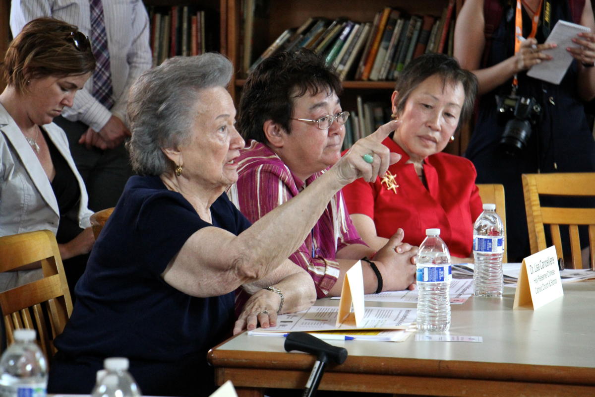 Chinatown residents express their concerns about the Vine Street Expressway during a roundtable discussion led by U.S. Transportation Secretary Anthony Foxx. (Emma Lee/WHYY)