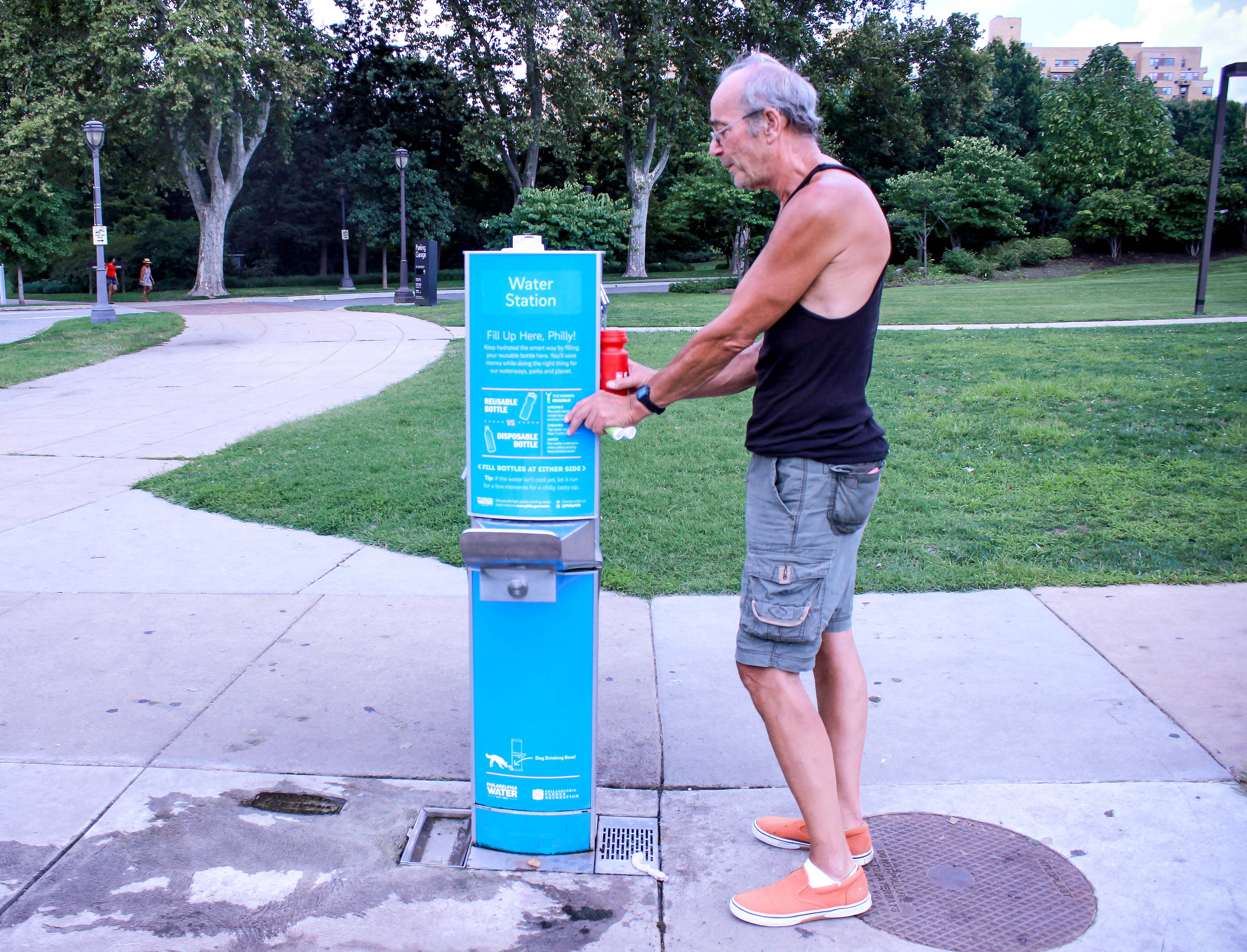 Herb Henschke refills his water bottle at a kiosk near the Fairmount Water Works. | Samantha Maldonado