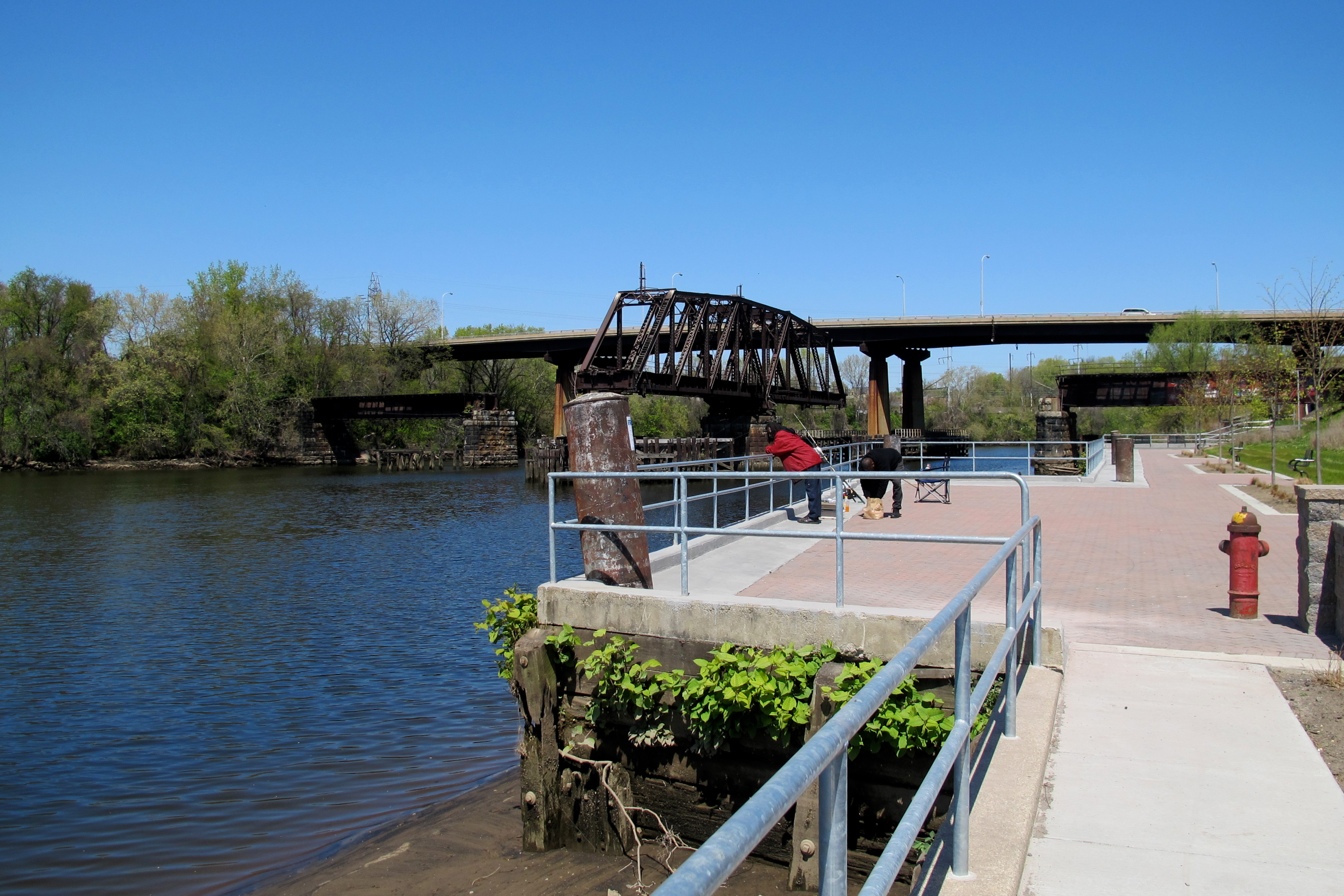 (Will the swing bridge next to the Gray's Ferry bridge be reused to connect Gray's Ferry Crescent with Bartram's Mile?)