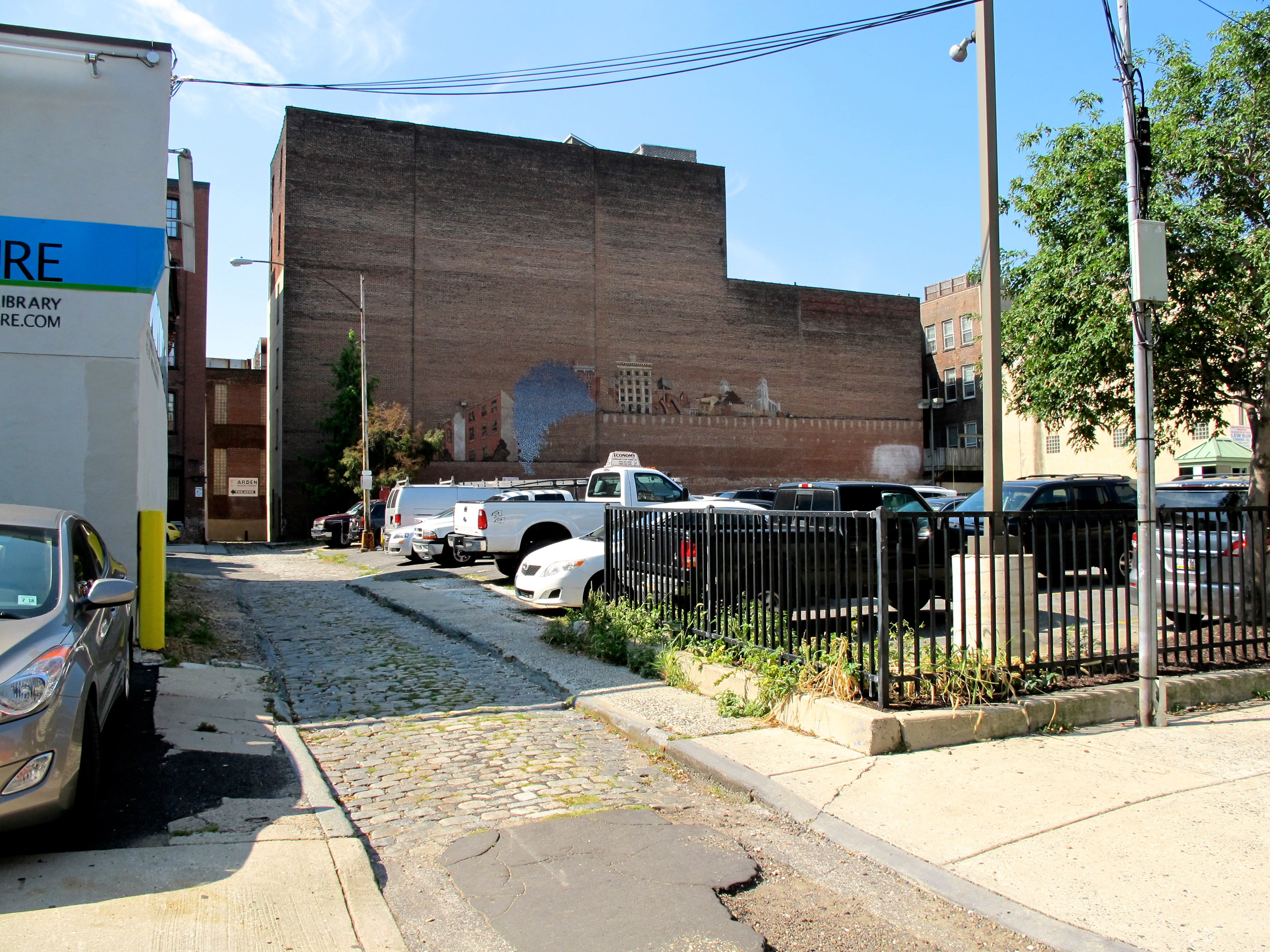 Little Boy's Way and parking lot on Arch Street | Ashley Hahn/PlanPhilly