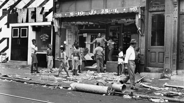 People gather outside a looted store next to the Web Bar during the 1964 Columbia Avenue riots. | Philadelphia Evening Bulletin Photographs/Temple University Library Digital Collection