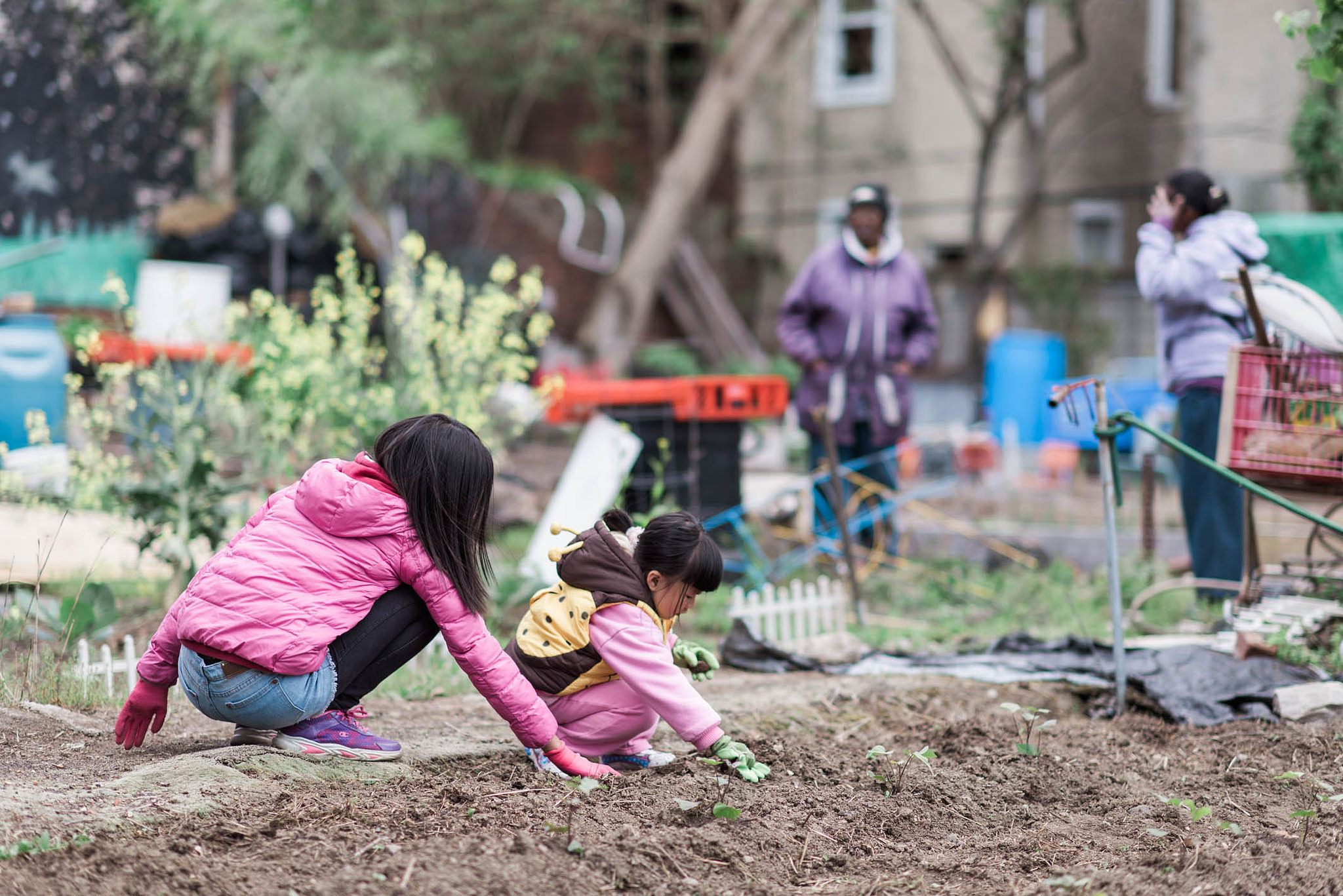 Soil testing day at 25th and Tasker garden | By Ali Marisa Photography