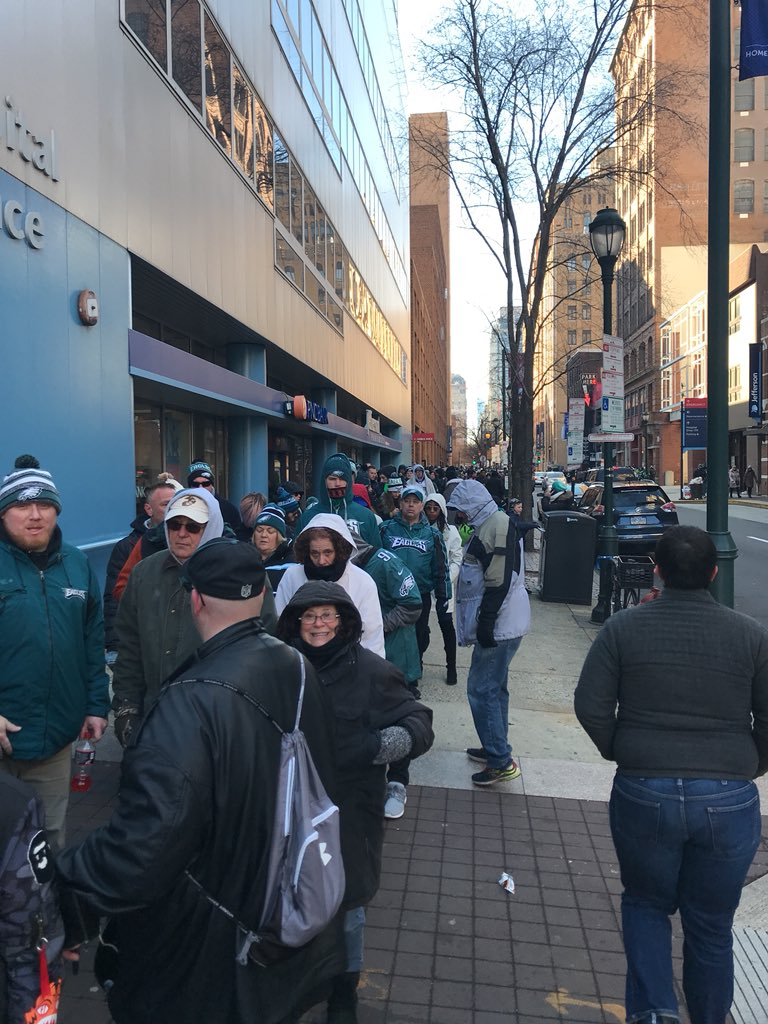 Eagles paradegoers wait in a line around the block to get on Patco. Credit: Laura Benshoff/WHYY