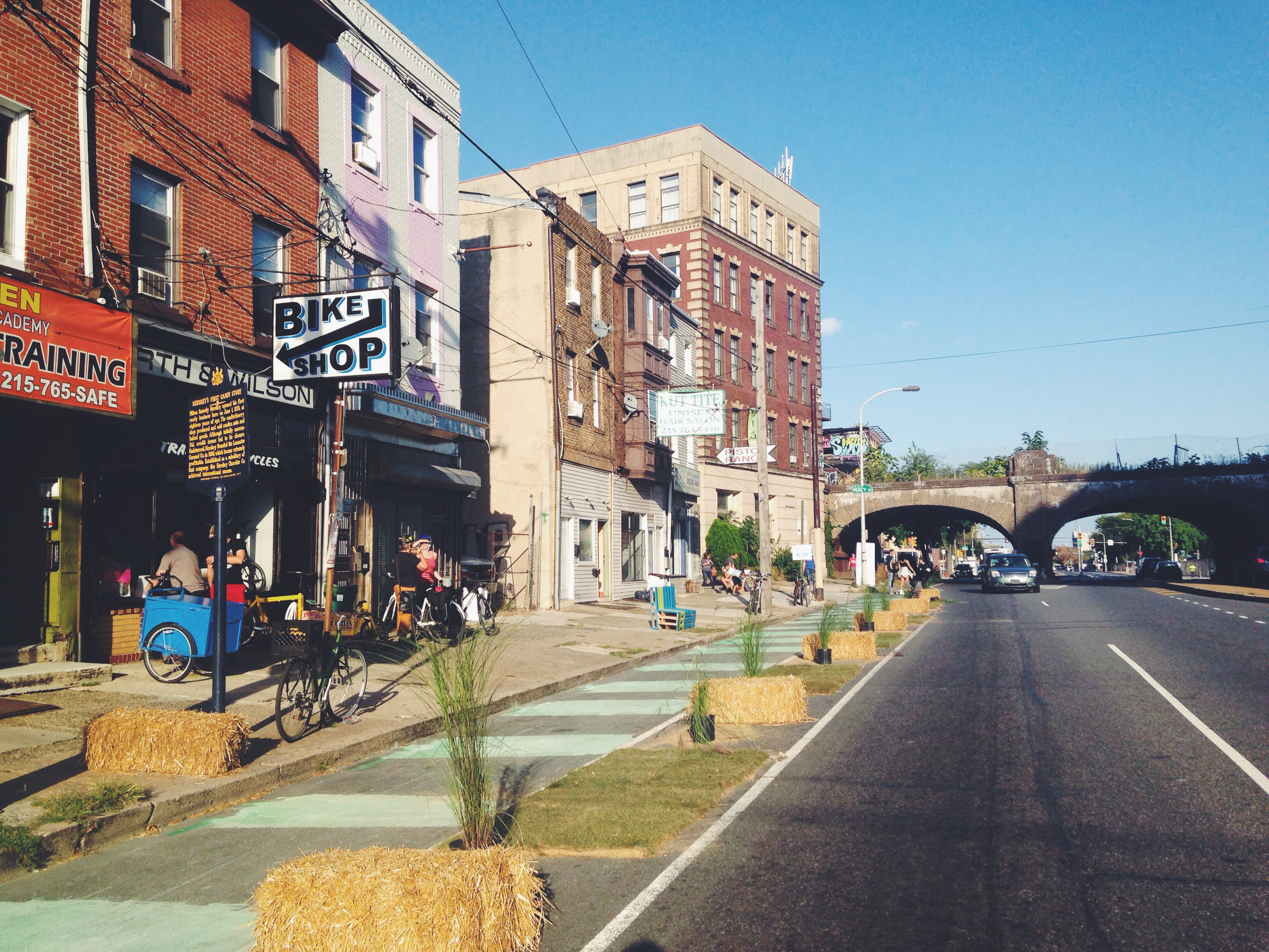 A 2014 pop-up greenway on the westbound lane on the 900 block of Spring Garden Street, one block from the accident on 10th and Spring Garden Streets. Credit: Jon Geeting/PlanPhilly