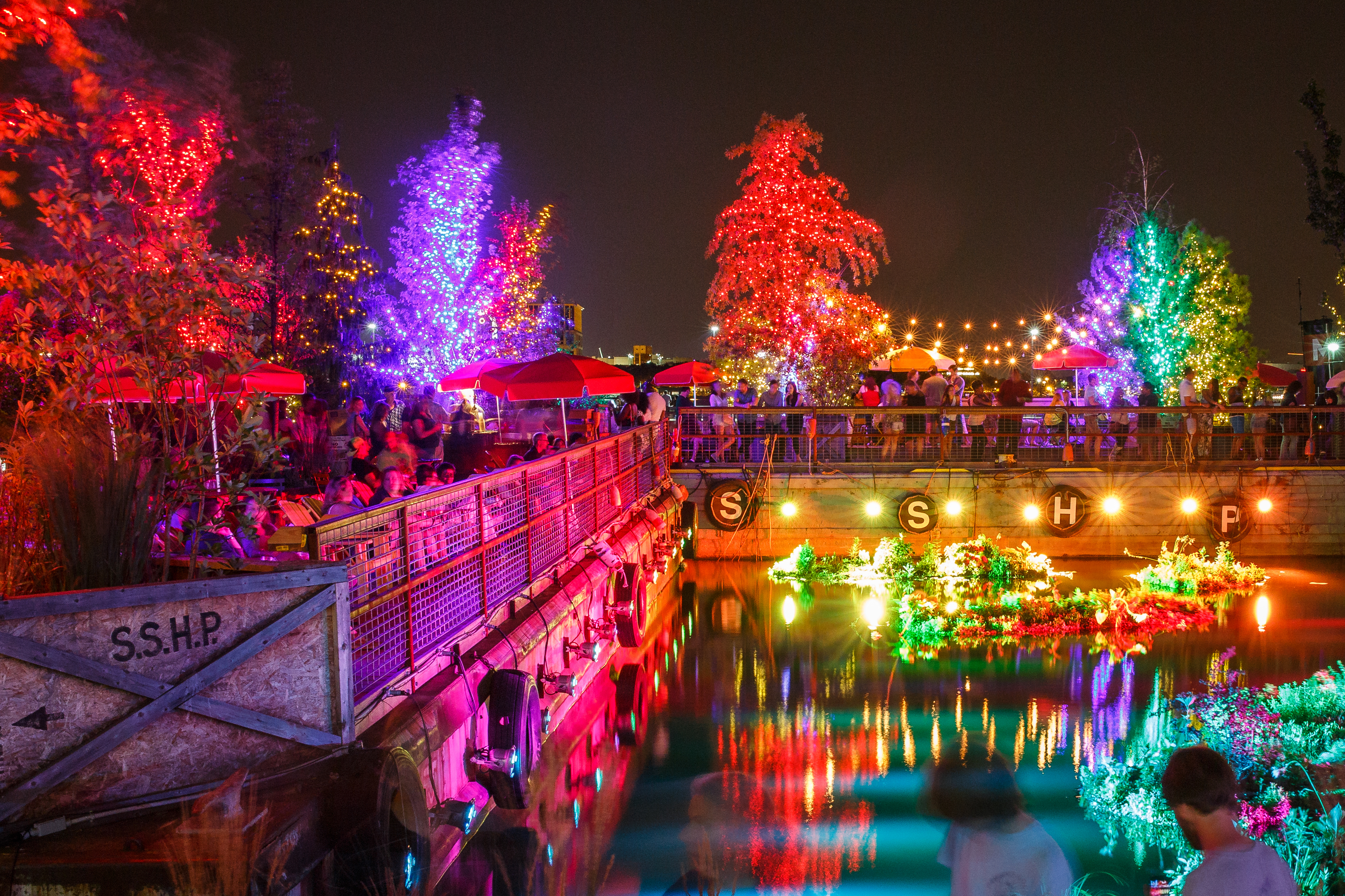 The barge at Spruce Street Harbor Park. (Matt Stanley/DRWC)