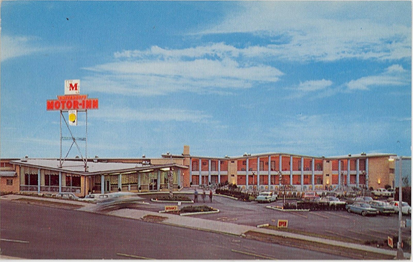 A postcard of University Motor Inn at 600 University Avenue in 1960.