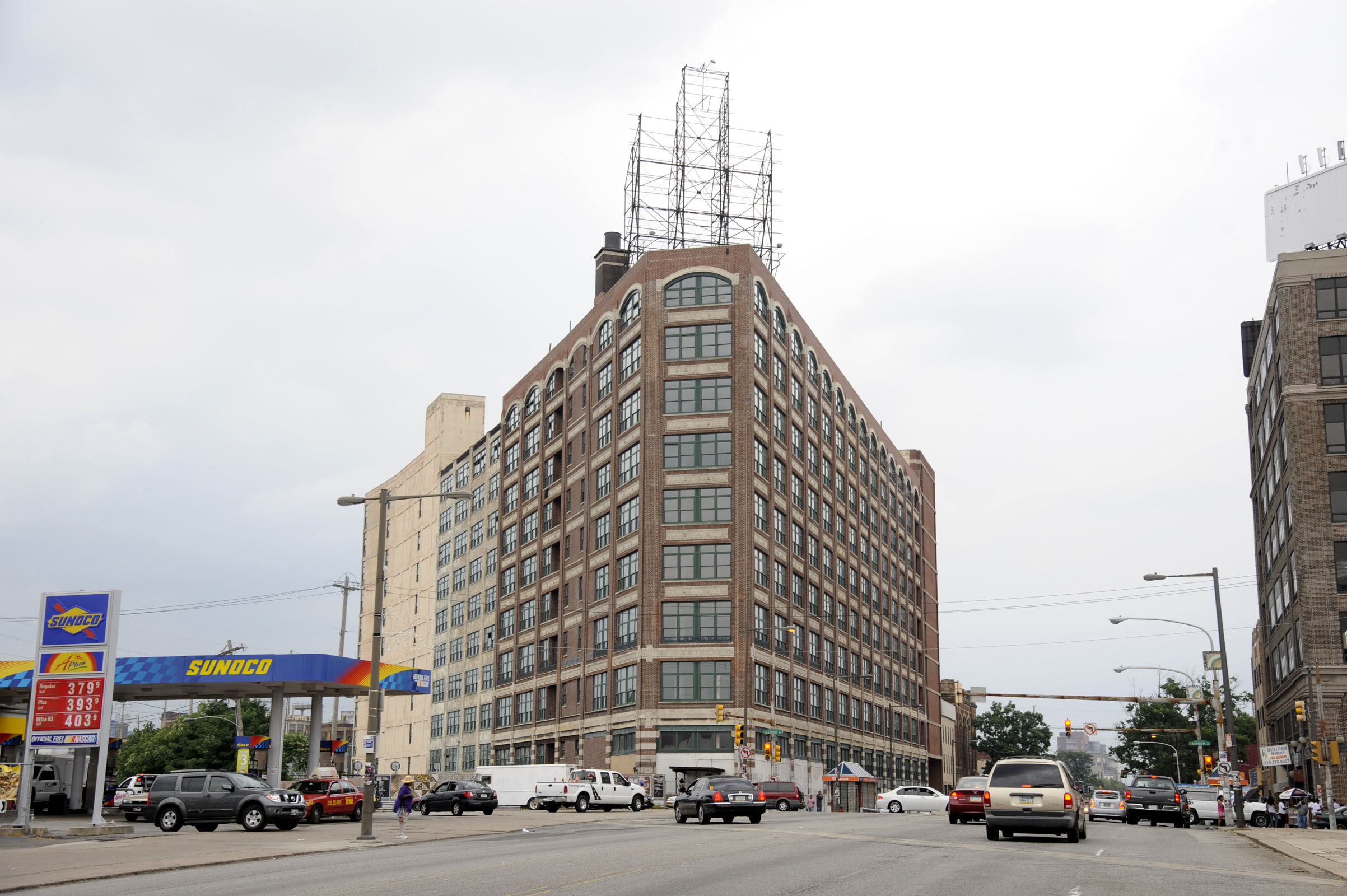 2700 North Broad, the old Botany 500 building, is slated to be sold at sheriff sale. (Clem Murray / Inquirer)
