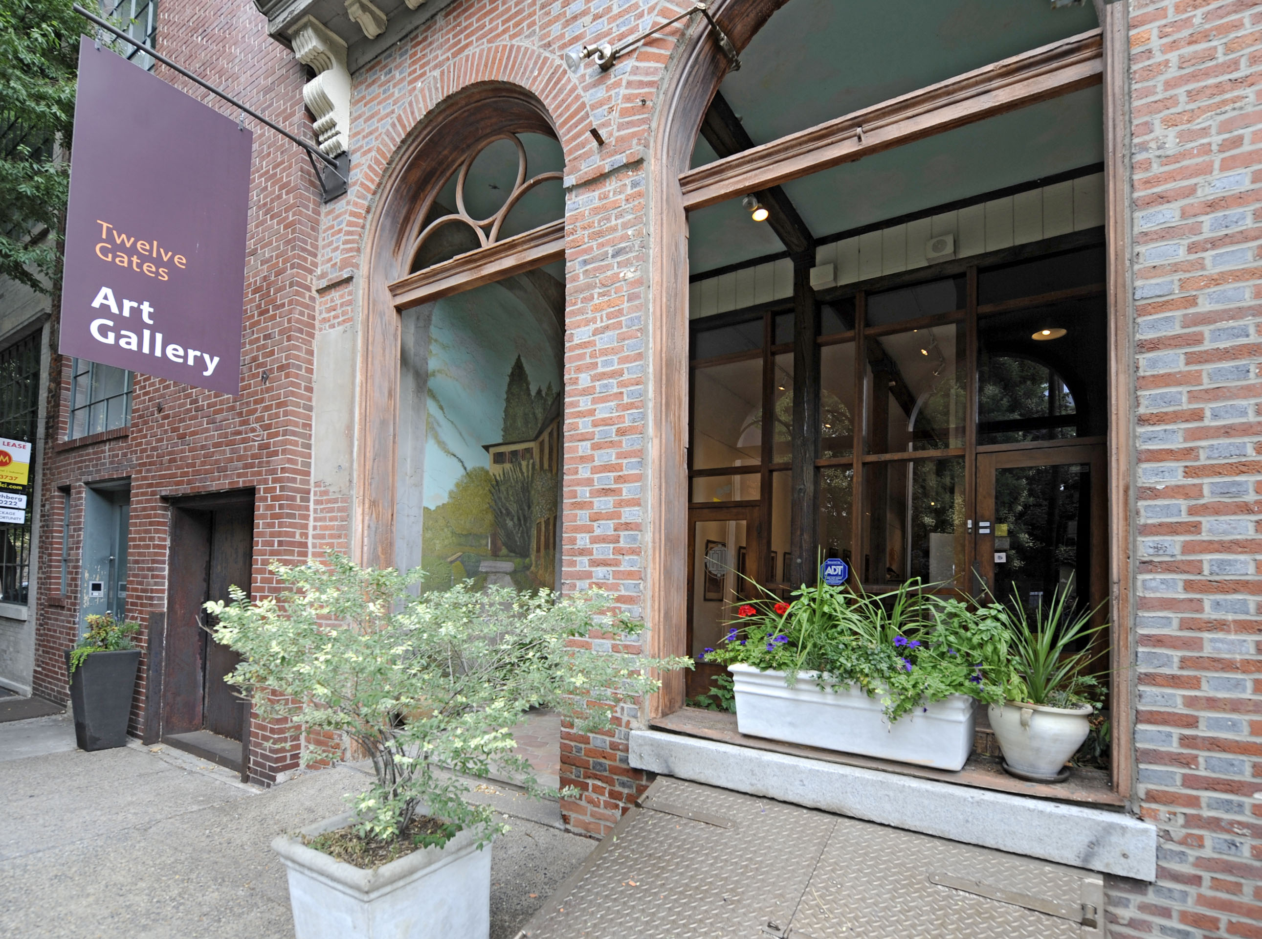 305 Cherry Street, in Old City, is tax delinquent. The art gallery was a tenant, not the owner. (Clem Murray / Inquirer)