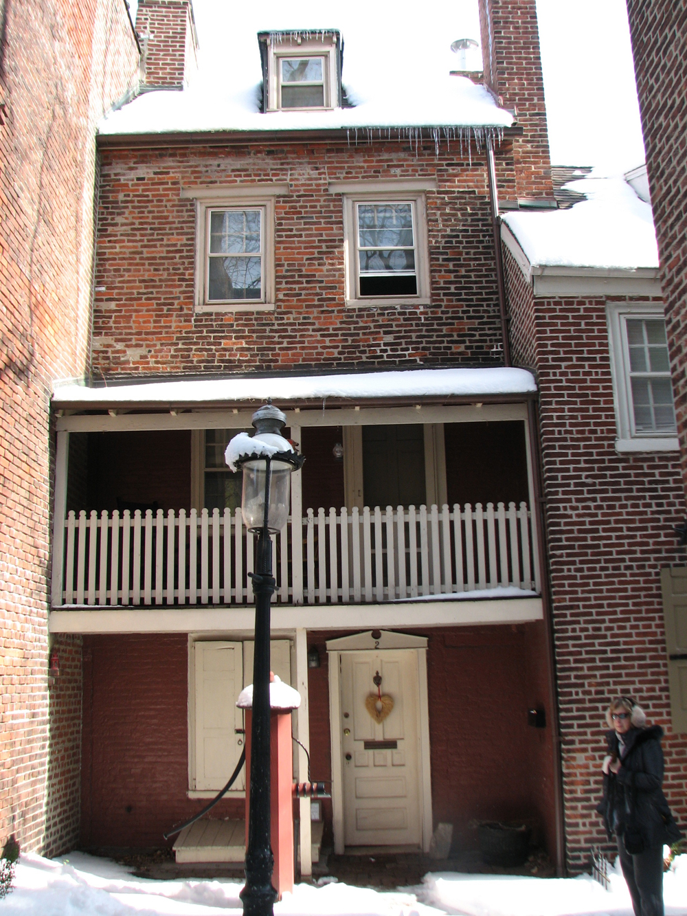 Bladen's Court, a courtyard off Elfreth's Alley, once contained the public privy.