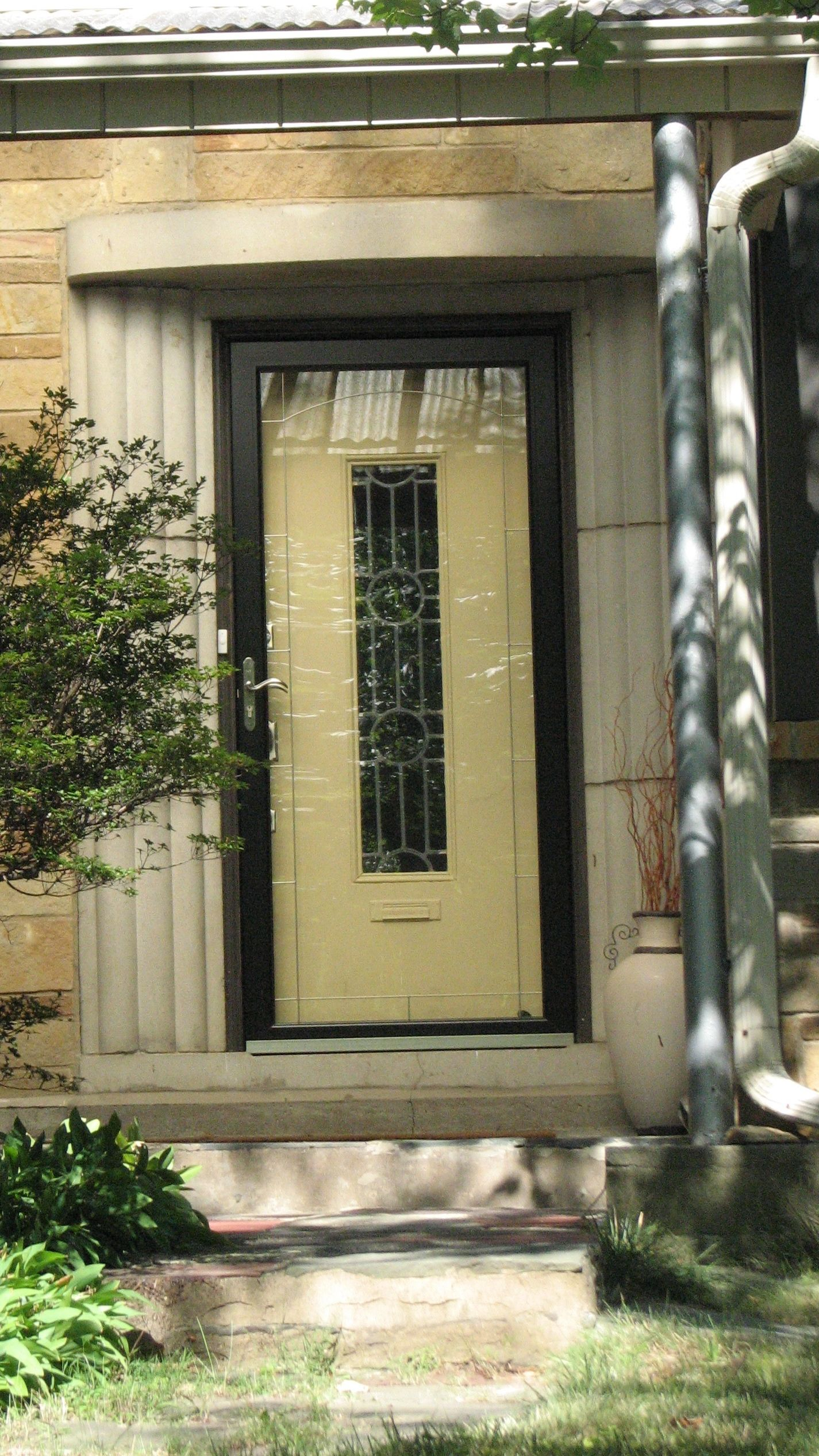 The Art Deco-style portico and line-and-circle glass design have survived on several homes.
