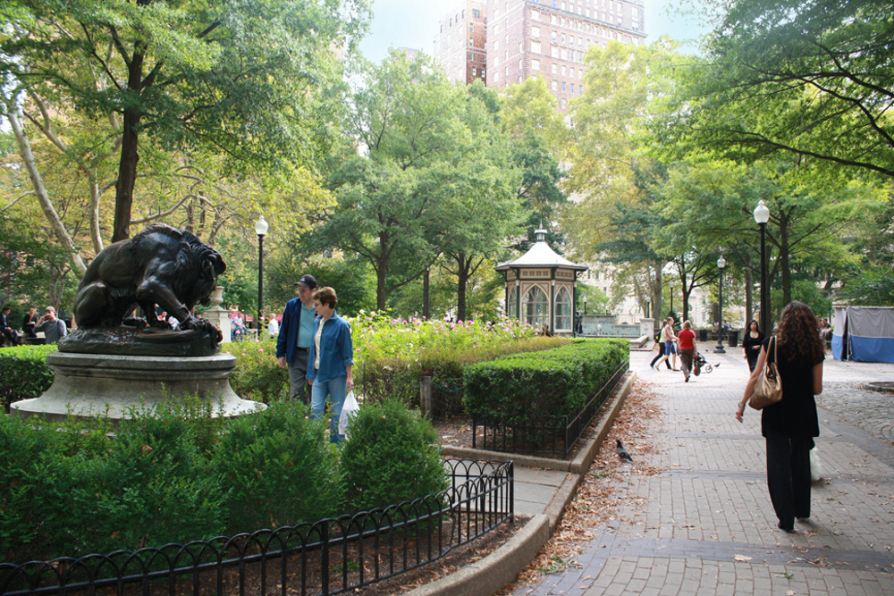 Passersby check out the Rittenhouse Square lion. Brian Wenrich, PCPC