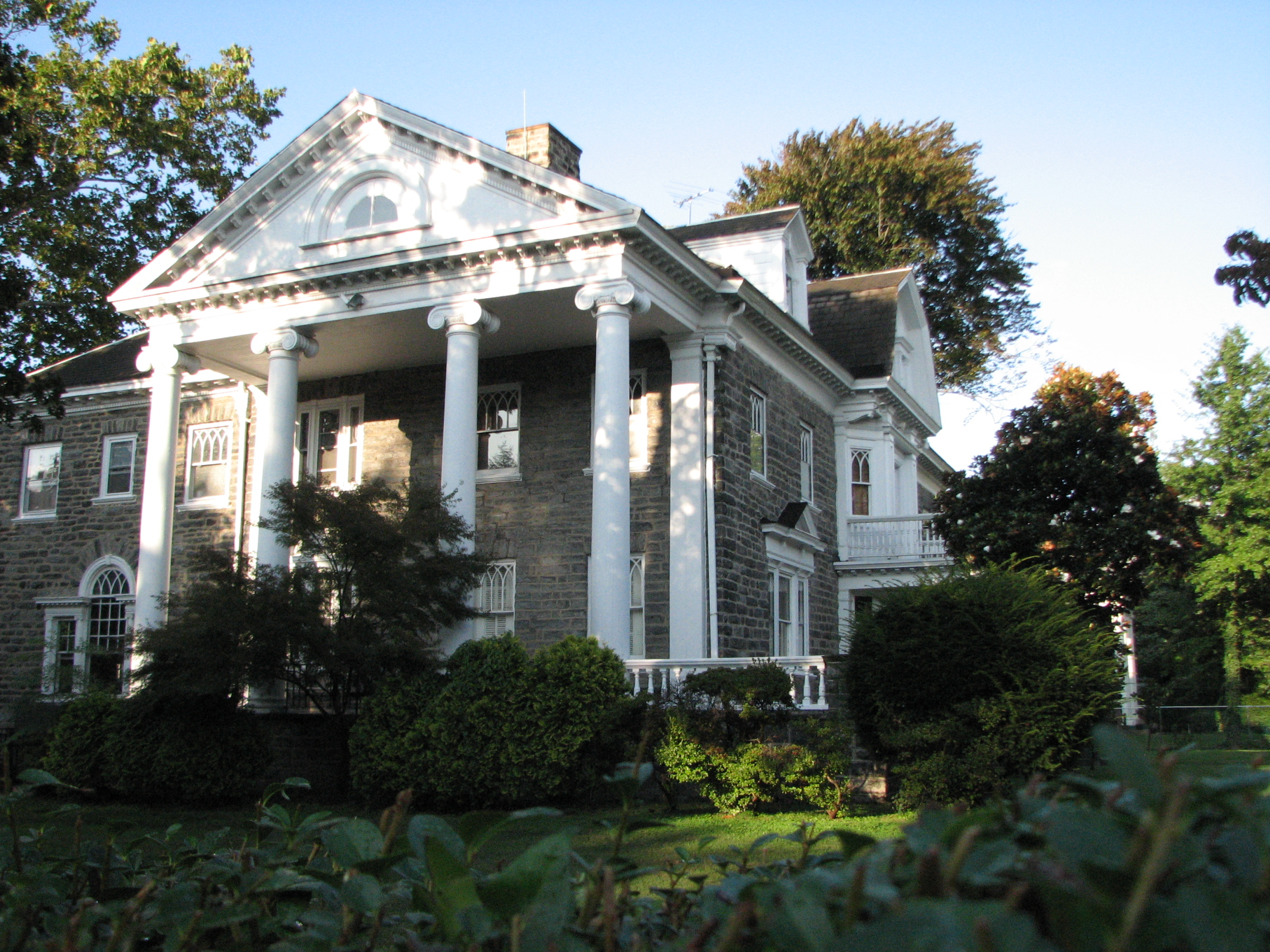 Thomas Lonsdale designed this Colonial-style house with Classical features on the 5800 block of Drexel Road.