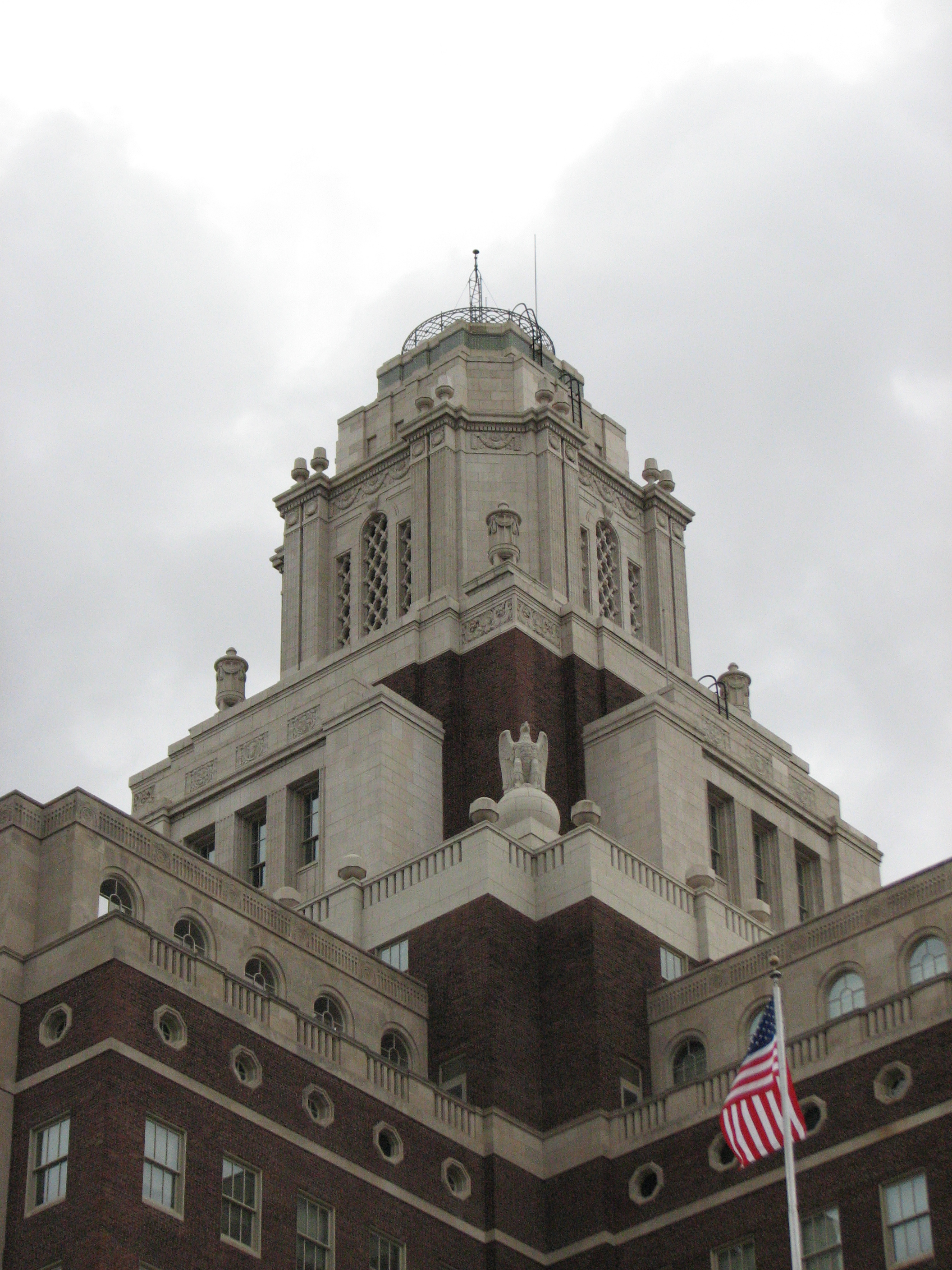 The building is topped with a symbolic lighthouse lantern.