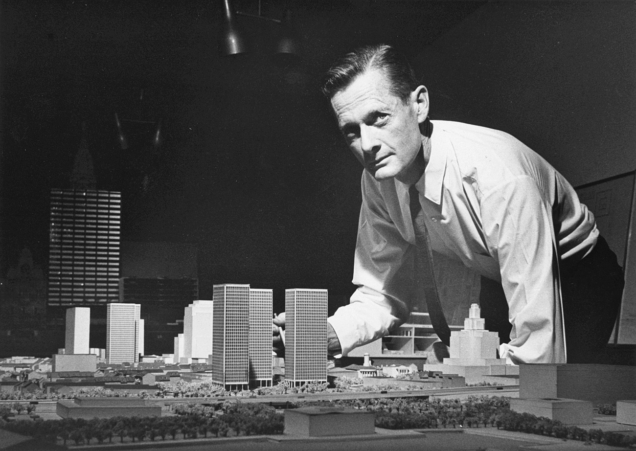 Ed Bacon with model of Society Hill Towers (c. 1960). | Courtesy of the Edmund N. Bacon Collection, The Architectural Archives, University of Pennsylvania.