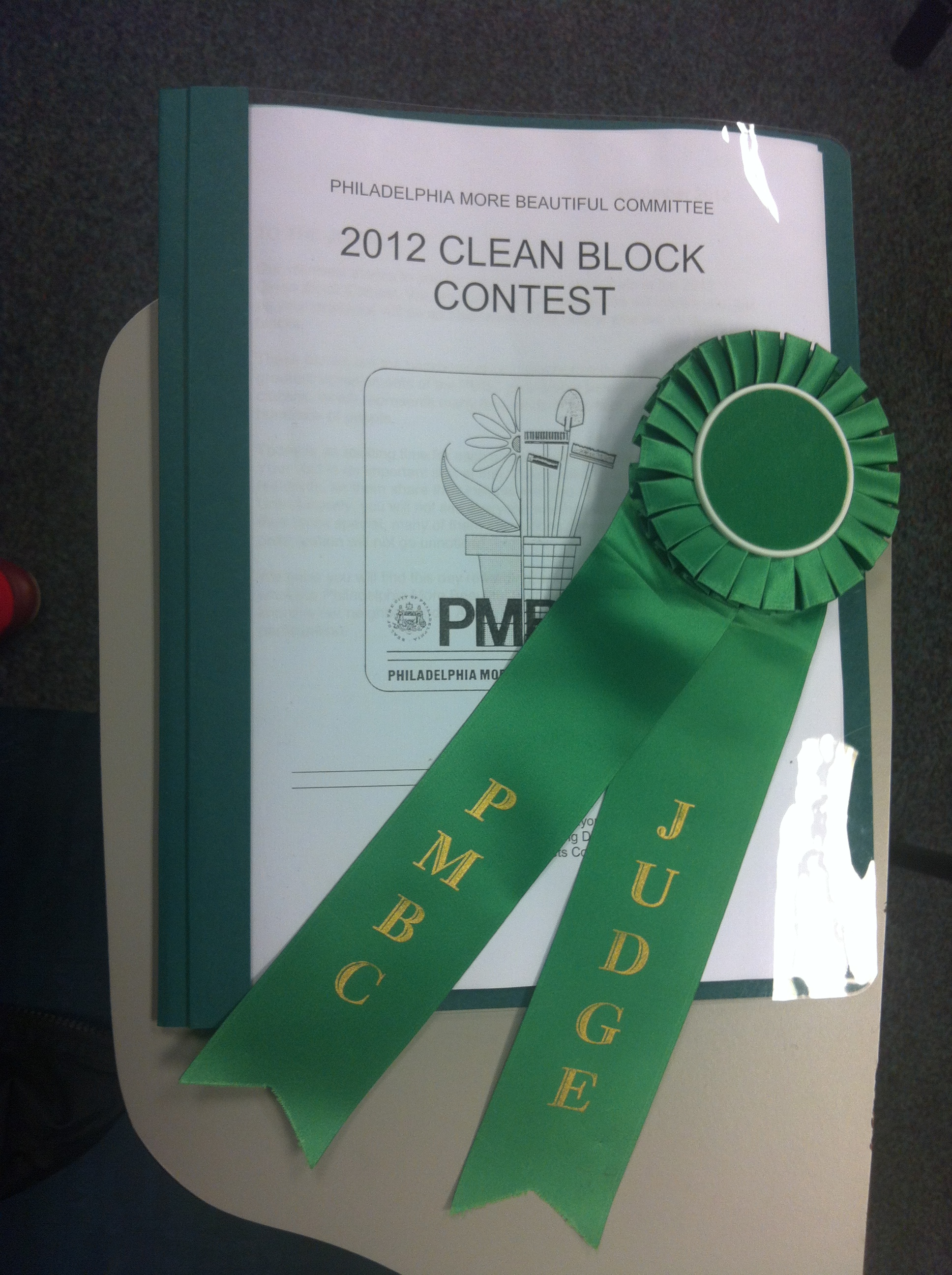 All judges wear a ribbon and receive a detailed judging packet with a history of the contest as well as guidelines for issuing fair scores at each block.