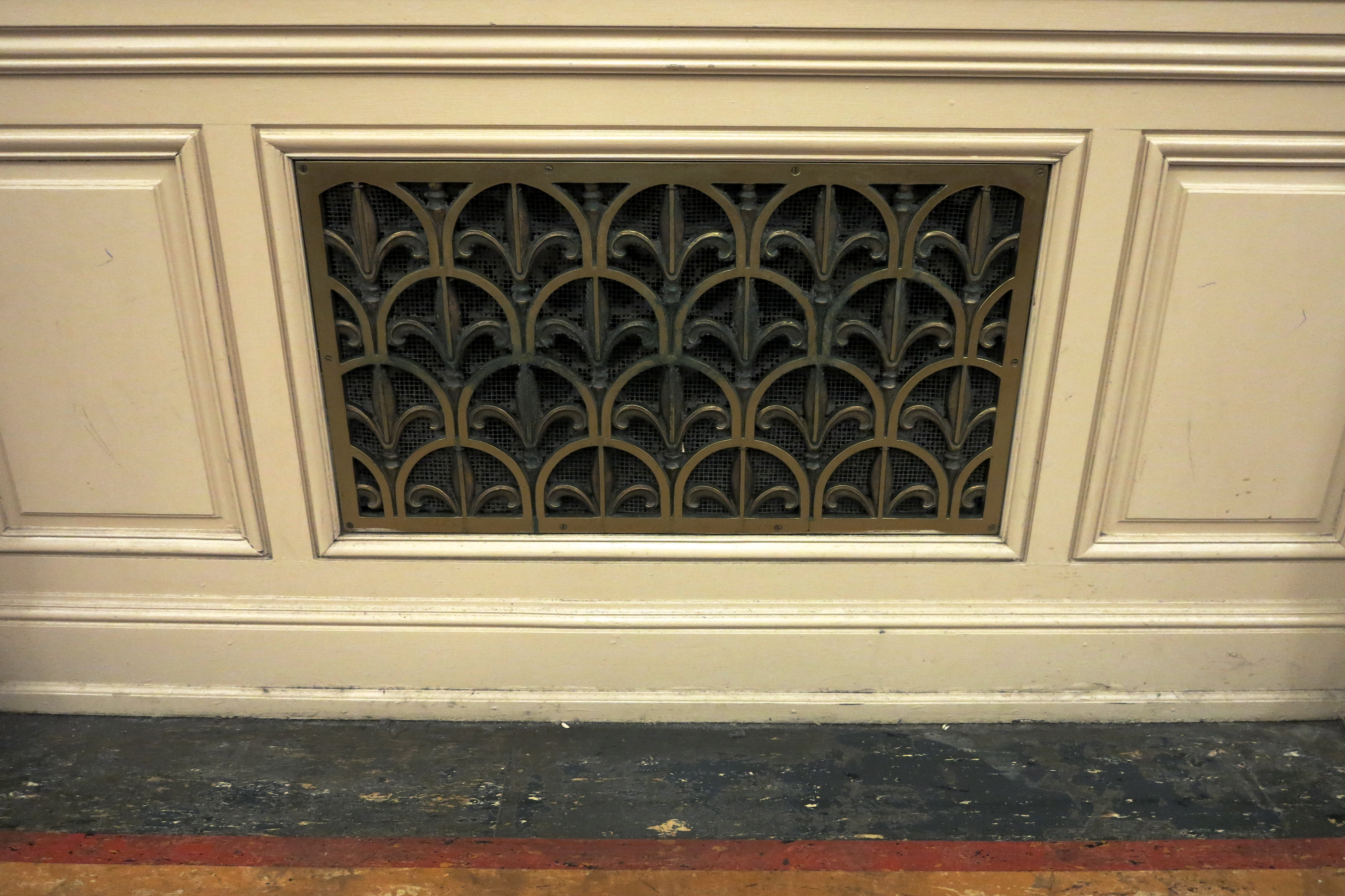 Brass grille, Family Court