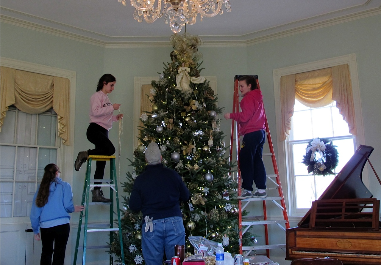 Decorating Laurel Hill