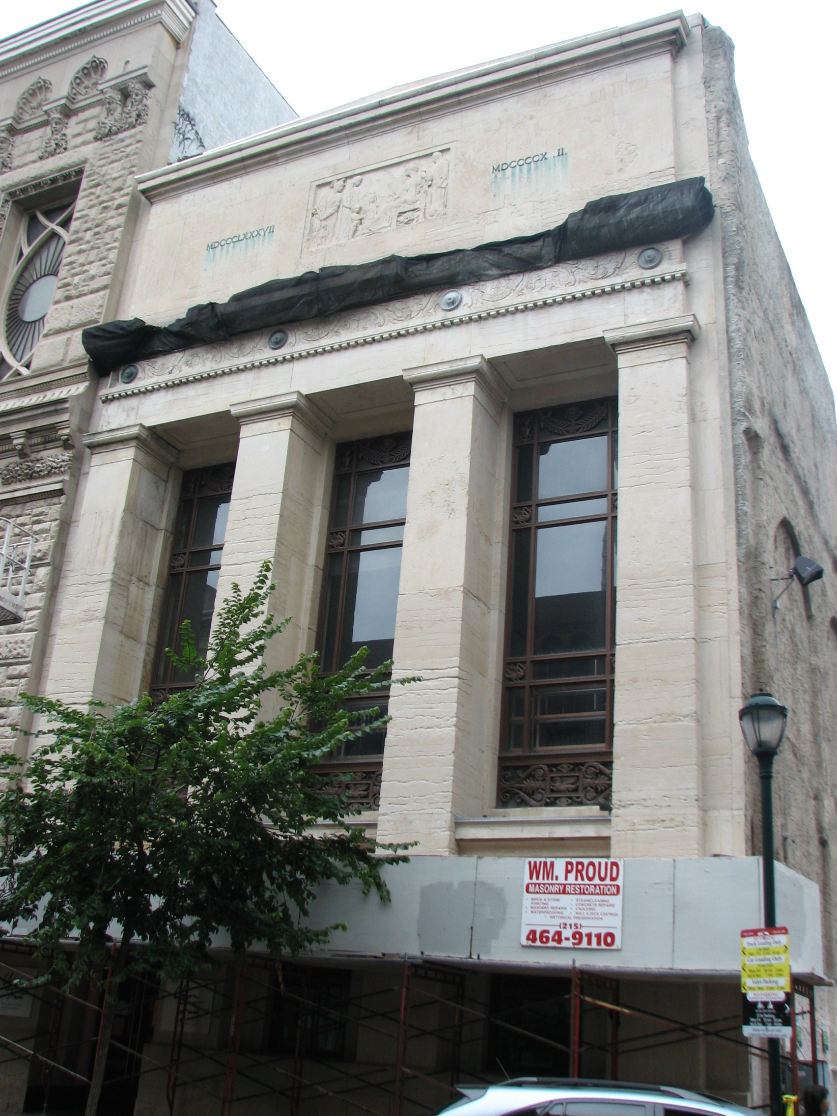 Paul Phillipe Cret designed the Art Deco bank building at 715-17 Chestnut St.