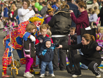 Families watch as the Mayfair-Homesburg Thanksgiving Parade rolls down Frankford Avenue in 2010. Photo by Brian Bailey.